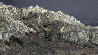 إيطاليا: مخاوف من انهيار إحدى الكتل الجليدية في جبل مون بلان
