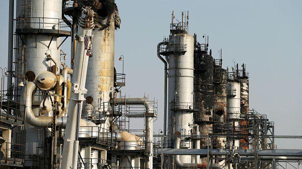 صورة للأضرار التي لحقت بإحدى منشآة أرامكو السعودية النفطية في البقيق