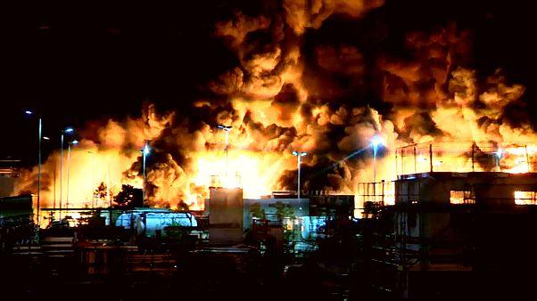 Fransa'da bir kimya fabrikasında dev yangın: Patlamalar devam ediyor