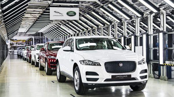 İngiltere'nin en büyük yerli otomobil üreticisi Jaguar, Brexit nedeniyle üretimini askıya alıyor