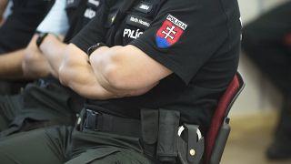 Újságírókat figyeltek meg törvénytelenül, magasrangú rendőröket vettek őrizetbe Szlovákiában