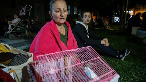 Deprem sonrası evlerine girmeyen bazı vatandaşlar, Silivri Meydanı'nda beklemeye devam etti. ( Muhammed Enes Yıldırım - Anadolu Ajansı )