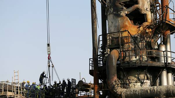 Suudi Arabistan'ın saldırıya uğrayan petrol rafinerilerinde onarma çalışmaları sürüyor