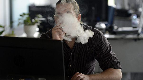 Már egy tucat halálos áldozata van az e-cigarettának az USA-ban