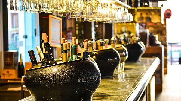 قطر تدرس اعتماد أماكن مخصصة لاستهلاك الكحول في مونديال 2022