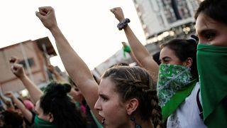 Sextorsión: Así afecta la corrupción a las mujeres en América Latina