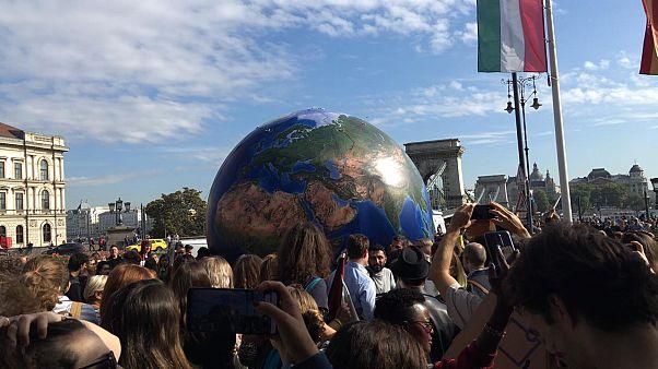 Több ezren demonstráltak a budapesti klímatüntetésen