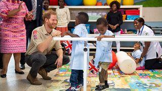 Príncipe Harry segue os passos da mãe em Angola