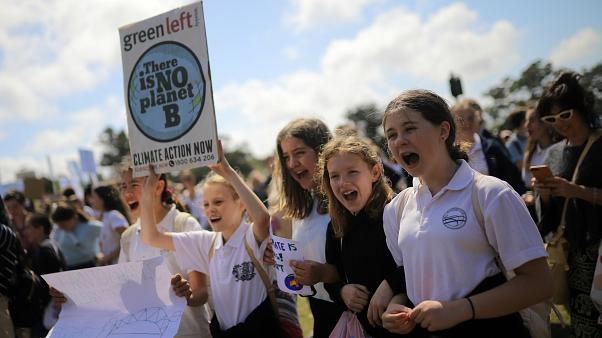 دهها هزار دانشآموز نیوزیلندی در اعتراض به تغییرات آب و هوایی تجمع کردند