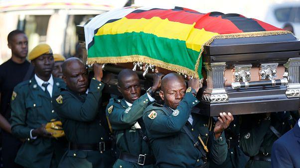 Zimbabve hükümeti, Mugabe'nin anıt kabirde gömülmesi önerisini ailenin itirazı üzerine iptal etti