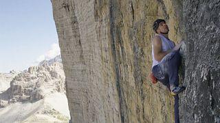 Un grimpeur s'attaque aux Dolomites et bat un nouveau record de vitesse
