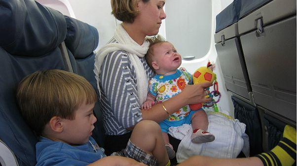 Uçaklarda ağlayan çocuktan uzak bir koltuk seçmek için yeni formül
