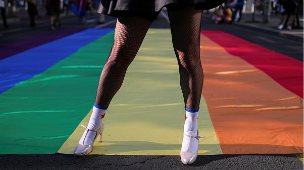 Katar 2022: LGBTİ+ bireyler ülkenin 'adetlerine' uymak şartıyla Dünya Kupası'na buyursunlar