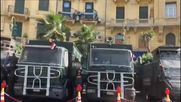 الشرطة تحاصر ميدان التحرير في القاهرة
