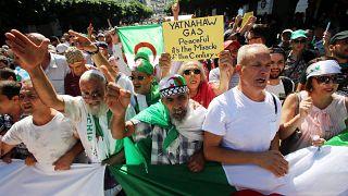 الجزائريون يتظاهرون للجمعة الـ 32 ضد إجراء الانتخابات الرئاسية