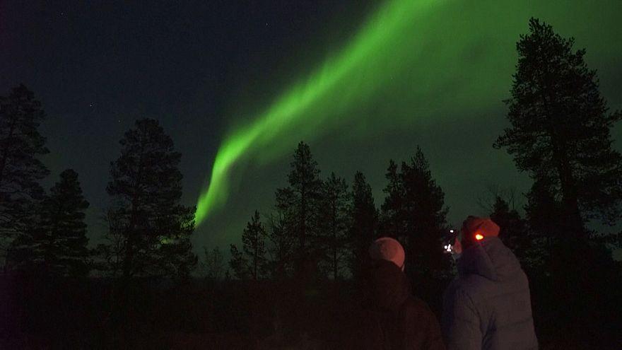 شفق قطبی در آسمان منطقه لاپلند در شمال فنلاند