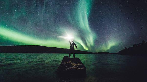 Farbenprächtiges Spektakel über Lappland