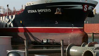 Petroleiro sueco libertado pelo Irão chega a porto do Dubai
