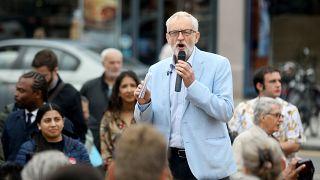 La oposición británica baraja presentar una moción de censura contra Boris Johnson
