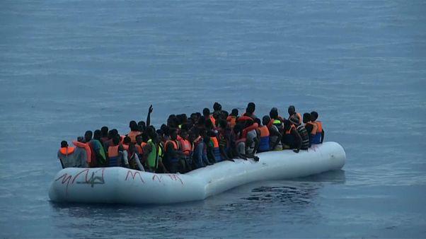 Naufragan más de 50 migrantes frente a Libia