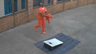 Video: Cezaevindeki mahkum esrar siparişini drone ile alırken görüntülendi