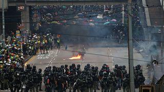 Batalla campal en Hong Kong en vísperas del 70 aniversario de la República Popular China