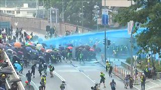 Tränengas gegen Demonstranten in Hongkong