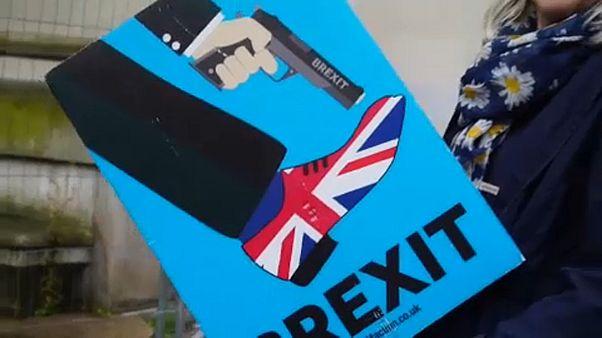 Mánchester protesta contra Boris Johnson tras su salida del Congreso Anual del partido conservador