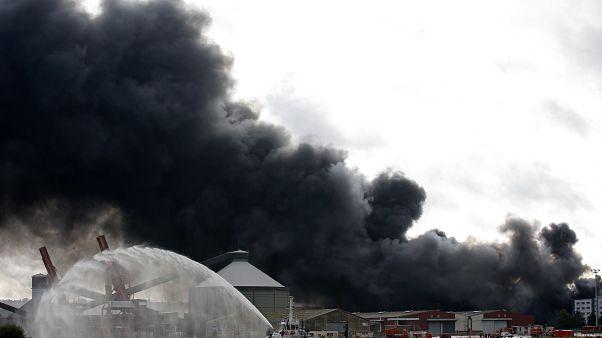 Incendie de l'usine chimique de Rouen : quels risques pour la population?