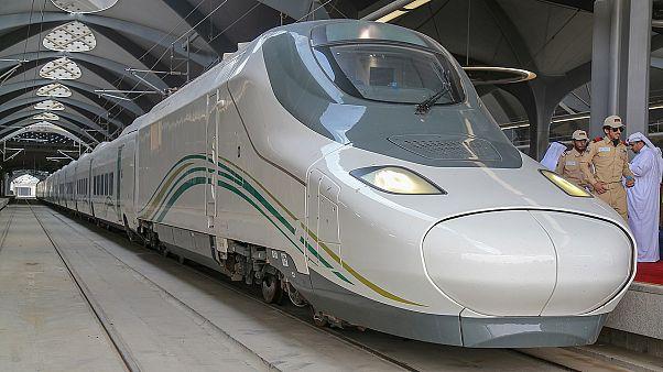 5 جرحى في حريق في محطة تابعة لقطار الحرمين السريع في جدة