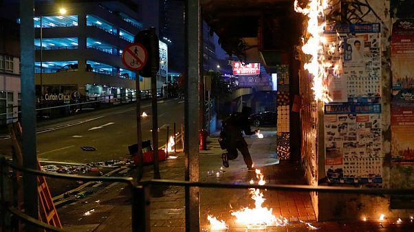تشدید درگیریها بین معترضان و پلیس هنگ کنگ در آستانه ۷۰ سالگی چین کمونیست