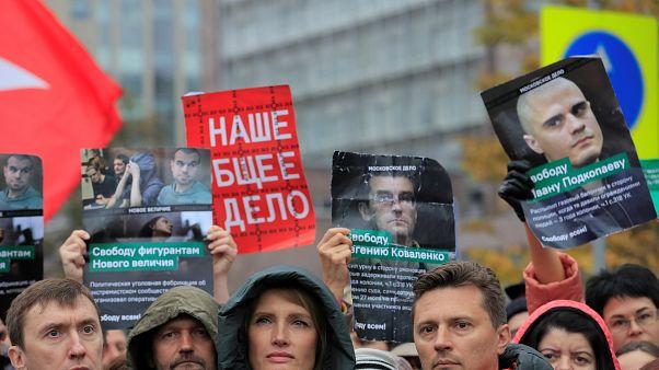 Moskova'da tutuklu muhaliflerin serbest bırakılmasını isteyenler meydanlara indi