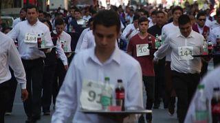 """Hosszútávú ,,felszolgálóversenyt"""" rendeztek az argentin fővárosban"""