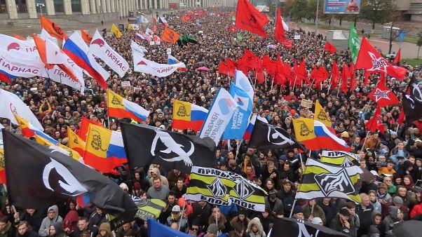 شاهد: احتجاجات عارمة في موسكو تنديدا بالملاحقات القضائية ضد ناشطين