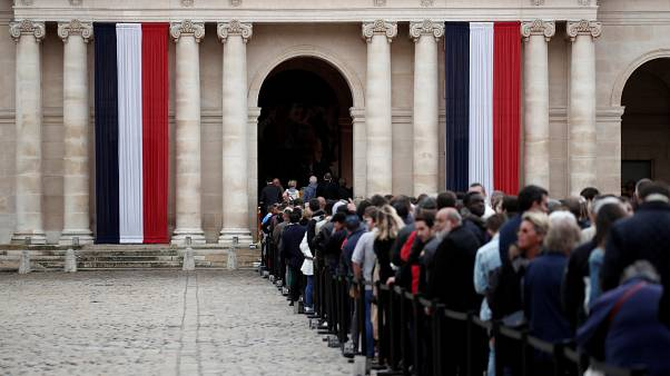 Hundreds waited patiently in the rain to pay tribute to Jacques Chirac
