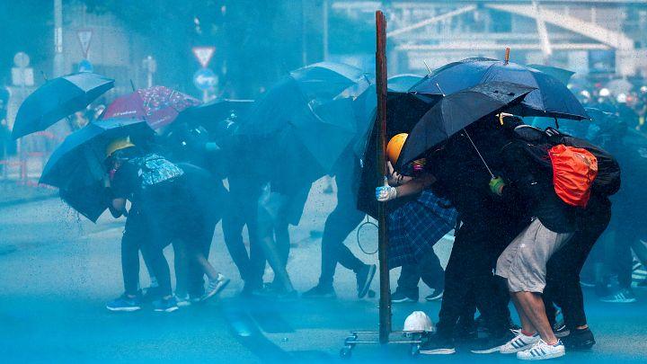 Domingo violento em Hong Kong