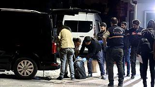 İzmir'de polis 1 ton uyuşturucu ele geçirdi