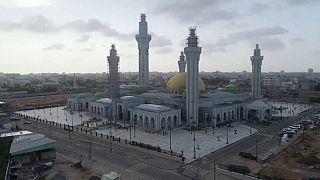 شاهد: مآذن عملاقة وقبة ذهبية.. داكار صارت تملك أكبر مسجد في إفريقيا الغربية