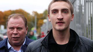 Актеру Павлу Устинову смягчили наказание до года условно