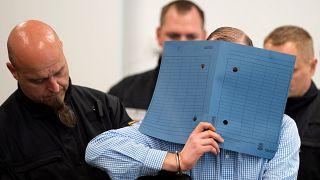 Almanya'da aşırı sağcı grubun 8 üyesinin yargılandığı dava Dresden kentinde başladı