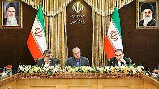 المتحدث باسم الحكومة الإيرانية علي الربيعي في وسط الصورة