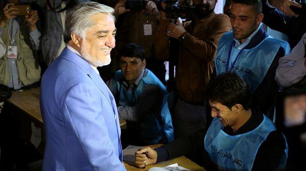 عبدالله عبدالله المرشح إلى الرئاسة الأفغانية أعلن فوزه في الجولة الأولى رغم عملية فرز الأصوات