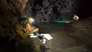 Csapatépítő tréning a föld alatt űrhajósoknak