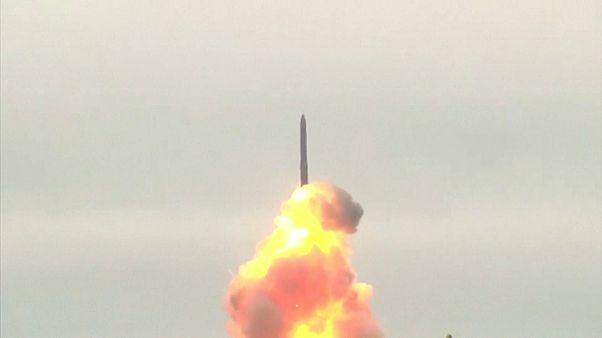 شاهد: روسيا تطلق صاروخا باليستيا عابرا للقارات