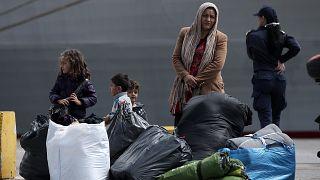 Πρόσφυγες στο λιμάνι του Πειραιά(αρχείου)