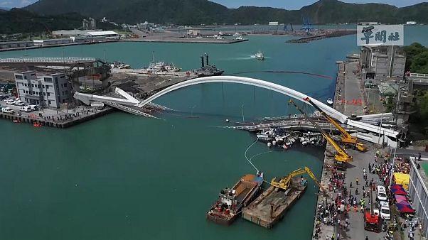 Video| Tayvan'da köprünün çökme anı güvenlik kameralarında: 4 balıkçı öldü, iki kişi kayıp