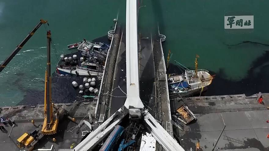 Обрушение моста на Тайване