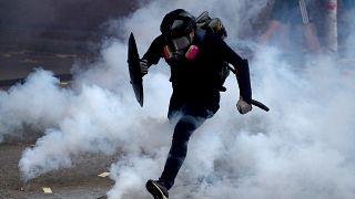 شاهد: صدامات عنيفة بين الشرطة الصينية ومحتجين في هونغ كونغ