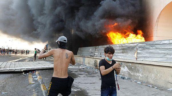 تظاهرات معترضان در عراق با شلیک گلوله و گاز اشک آور به خشونت کشیده شد