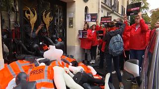 شاهد كيف أحيا نشطاء ذكرى مقتل جمال خاشقجي أمام القنصلية السعودية بباريس